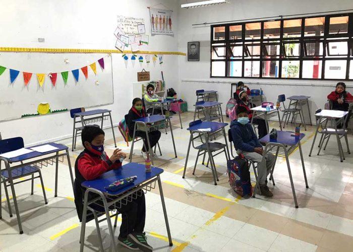 Vuelta gradual a clases presenciales en la Escuela San Ignacio de Calera de Tango. Los estudiantes acuden de manera voluntaria.